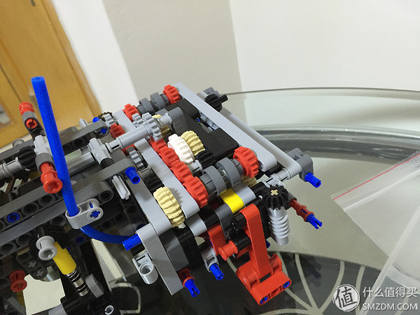 細看一下支撐架和部分變速箱