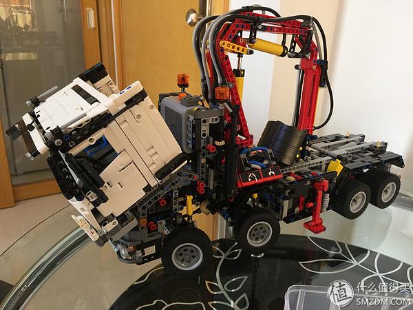 模擬真實車頭結構,向前開啟
