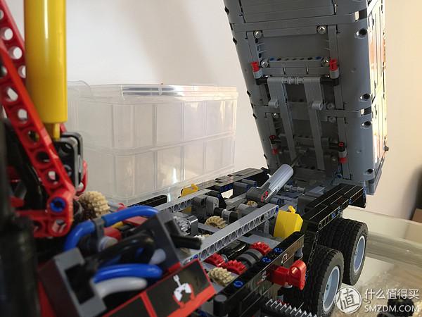 自卸舉升機構和部分底盤